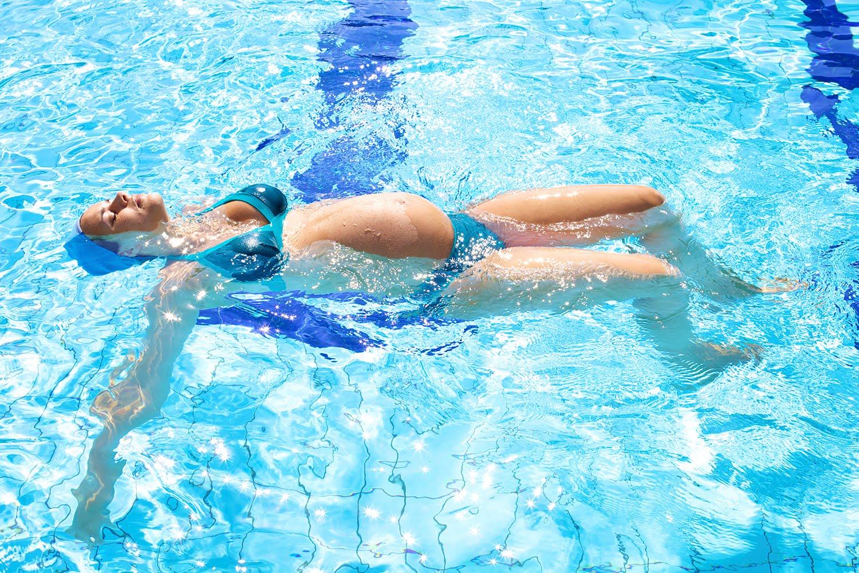 Parto ci si prepara in piscina